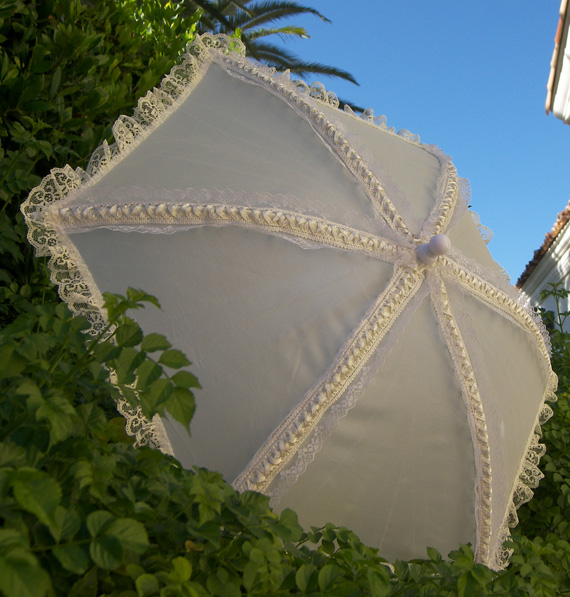 KC Dragonfly - Wedding Basic Off White parasol - 3 quarter view
